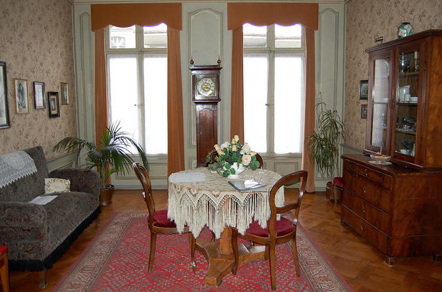 Einstein's lab where he discovered special relativity: His living room.